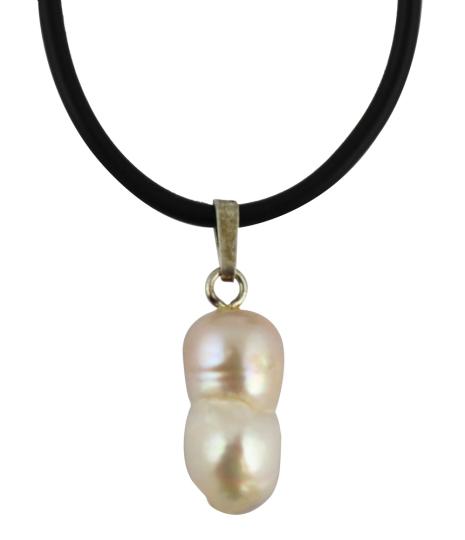 Kette mit Biwa-Perle.
