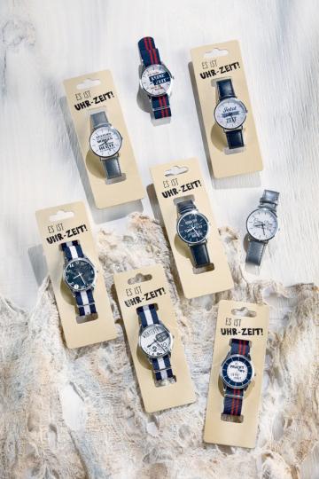 Armbanduhr mit Spruch 'Carpe Diem – Nutze den Tag'