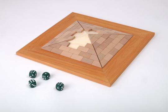 Brettspiel »Pyramide«.