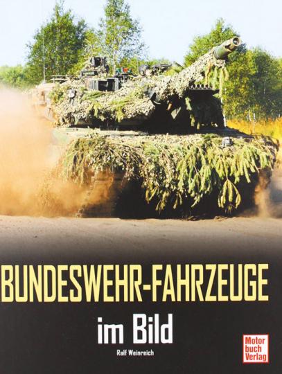 Bundeswehr-Fahrzeuge im Bild.