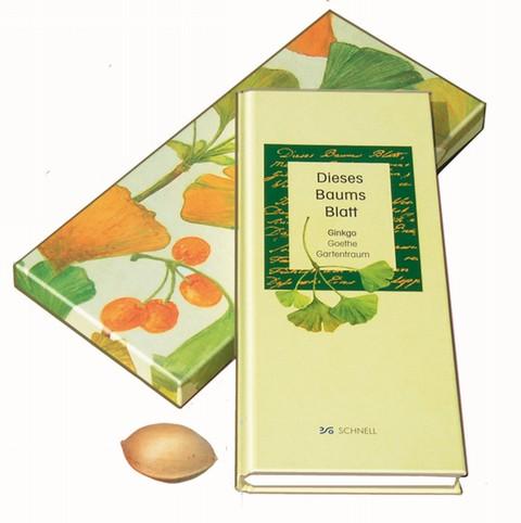 Dieses Baums Blatt - Ginkgo - Goethe - Gartentraum - Buch in attraktiver Geschenkbox mit Ginkgo-Nuß