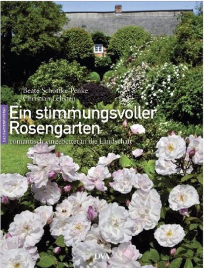 Ein stimmungsvoller Rosengarten romantisch eingebettet in die Landschaft.