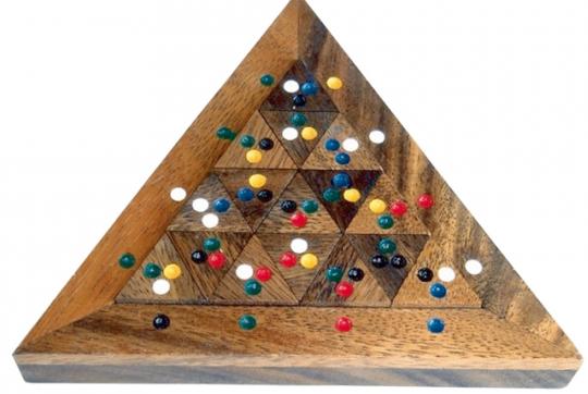Geduldspiel »Farben-Dreieck«.