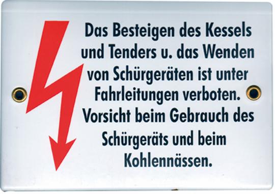 Historisches Emaille-Schild 'Das Besteigen des Kessels u. das Wenden von Schürgeräten ist unter Fahrleitungen verboten. Vorsicht beim Gebrauch des Schürgeräts und beim Kohlennässen.'