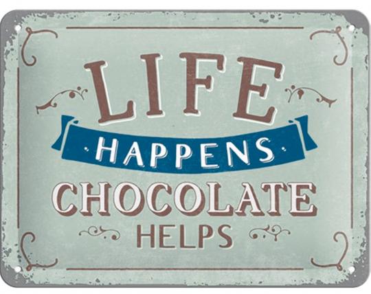 Blechschild »Life happens Chocolate helps«.
