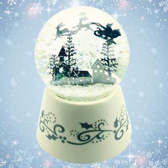 Spieluhr-Schneekugel »Weihnachtsmann-Scherenschnitt«.