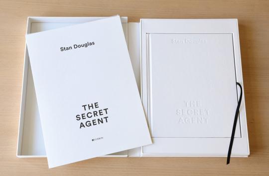 Stan Douglas. The Secret Agent. Vorzugsausgabe mit zwei Original-Prints.