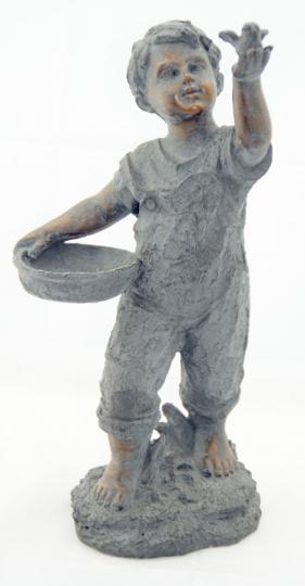 Statue Junge mit Vogelbad
