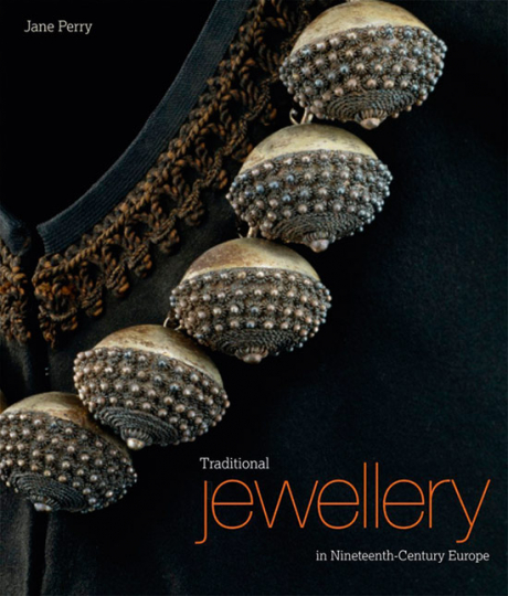 Traditioneller Schmuck im Europa des 19. Jahrhunderts. Traditional Jewellery in Nineteenth-century Europe.