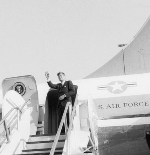 Ulrich Mack. John F. Kennedy, 1963. »Abflug mit der Air Force One von Berlin-Tegel«.