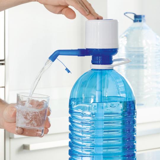 Wasserspender für XL-Flaschen.