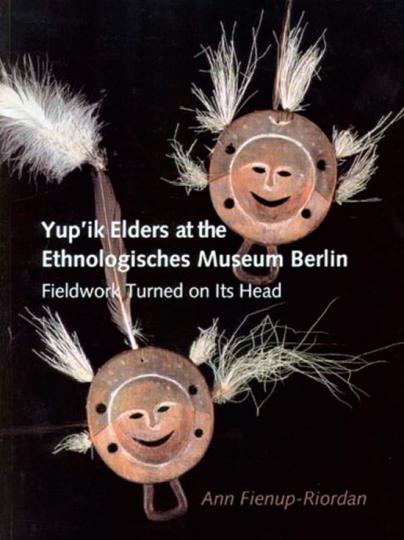 Yup'ik Elders. Stammesälteste der Yup'ik im Ethnologischen Museum Berlin.