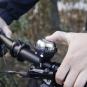 Fahrradklingel und Licht 2-in-1. Schwarz. Bild 2