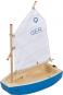 Holzspielschiff. Segelboot »Optimist« mit Motor. Bild 4
